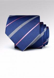 果绿色领带怎么搭配衬衫更显时尚?
